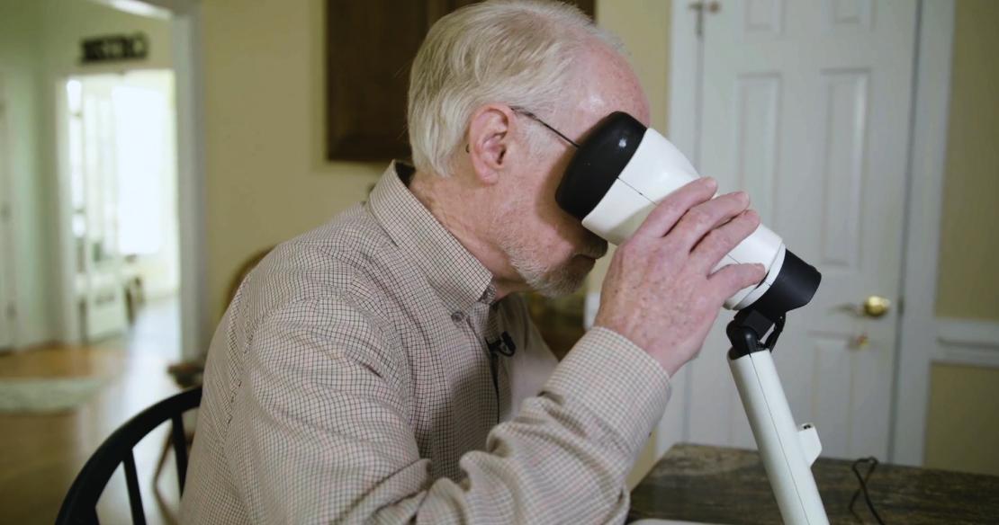 Man using fsh device